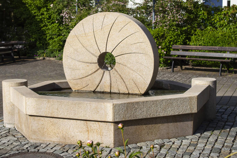speer-naturstein_brunnenanlagen_dorfbrunnen-seidmannsdorf-2