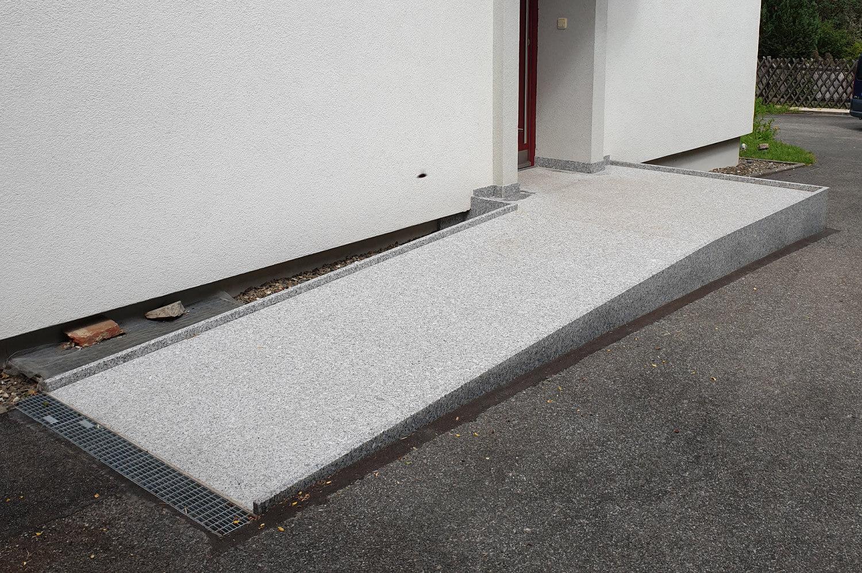 speer-naturstein_eingangsbereich-barrierefrei-thost-2