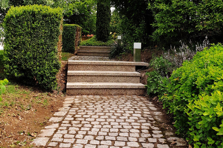 speer-naturstein_referenzen_aussenanlage-lokaler-granit-1