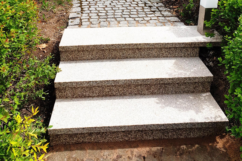 speer-naturstein_referenzen_aussenanlage-lokaler-granit-2