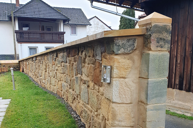 speer-naturstein_restaurierung_kirchmauer-heilgersdorf-1